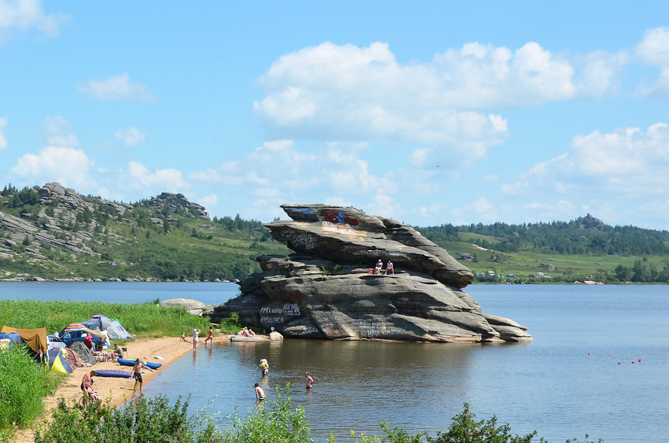 Саввушки – озеро среди каменных скульптур